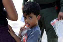 Trump administration pushes court to allow fast deportation of migrant parents