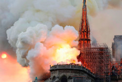Witness reacts as spire of Notre Dame Cathedral collapses