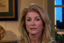 Wendy Davis tries to turn Texas blue