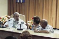 Fidel Castro makes rare public appearance