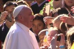 Pope 'selfie' causes debate on social media