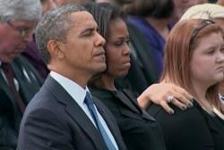 Obama pays condolences at Navy Yard memorial