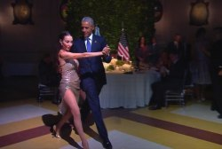 Obama breaks out tango dance moves