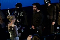 Couple weds at 'Star Wars' themed ceremony