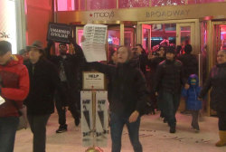 New York protesters stage 'die-in' at Macy's