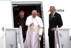 Pope Francis arrives to warm welcome in US