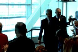 Clinton, Bush unveil scholars program