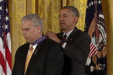 Obama recognizes police officers for valor