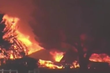 California wildfire kills 2, destroys 100...