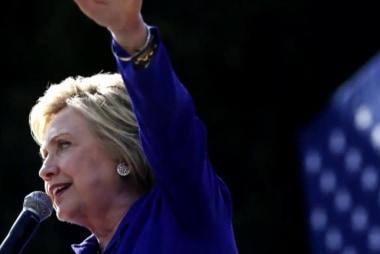 Clinton meets FBI over email; Trump responds