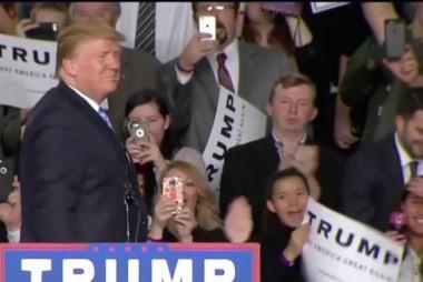 Trump picks up steam in battleground states