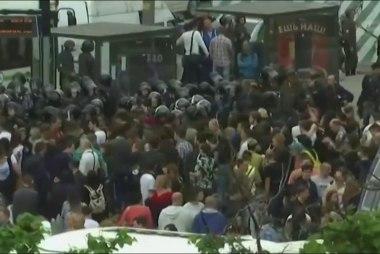 Police Arrest Anti-Putin Protesters in Russia