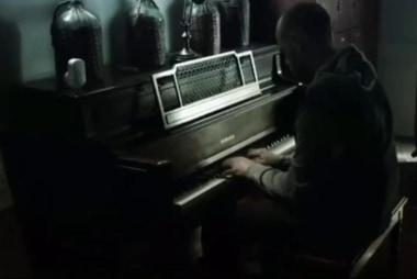 Man Playing Piano Amid Flood: Viral Video ...