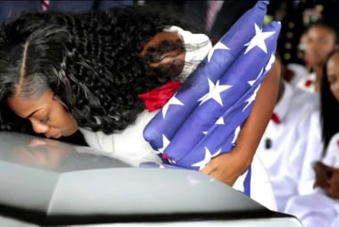 Trump undercuts Gold Star widow in new tweet