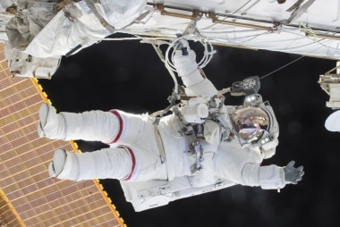 Astronaut Scott Kelly's stellar year in...