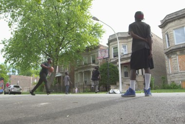 Former gang members try to stop Chicago's cycle of violence