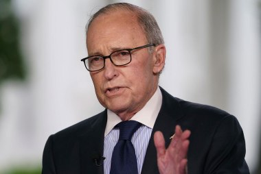 Trump economic adviser Kudlow suffers heart attack, Trump tweets
