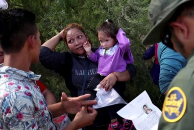 Trump fails to reunify young migrant children despite court order