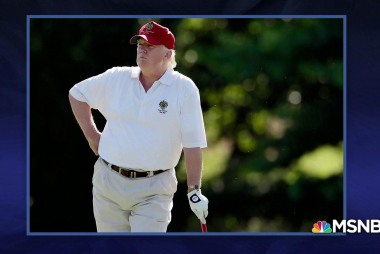 Tonight's Last Word: Golfing inside the White House