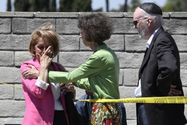 Mayor of Poway: 1 dead in California synagogue shooting, believes hate crime