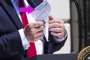 Photojournalists keep getting glimpses of Trump's handwritten notes