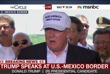 Trump speaks at US-Mexico border