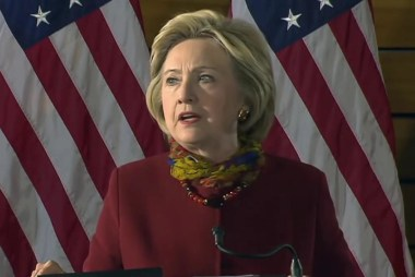 Clinton lays out plan to combat ISIS