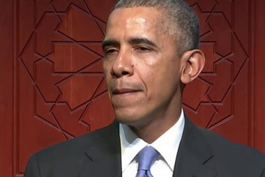 Obama visits U.S. Mosque to show solidarity