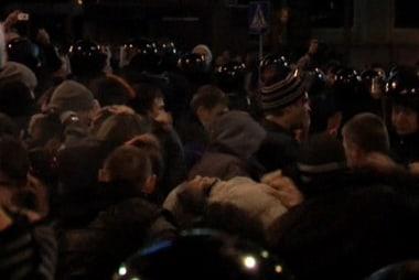 Tense Ukraine standoff threatens to boil