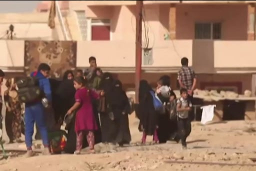 Civilians leave as forces move towards Mosul