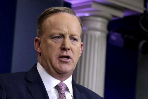 Sean Spicer battles with veteran reporter...
