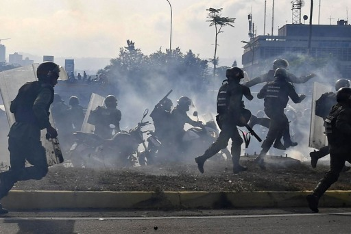 Venezuelan protesters take to streets as Guaido calls for military defections