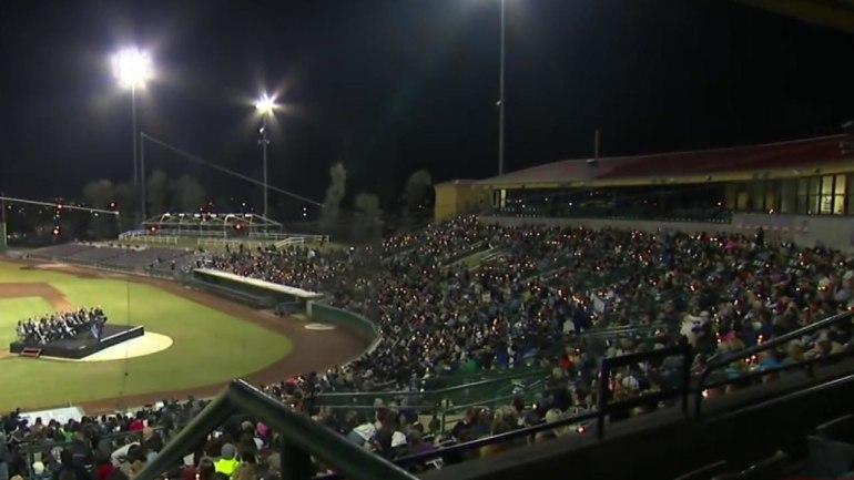 Thousands gather for San Bernardino vigil