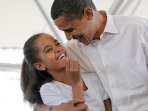 Image: Malia Obama and Barack Obama