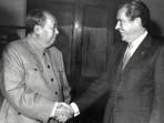 Image: President Nixon Greets Mao Zedong