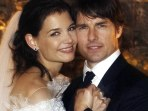 Actor Tom Cruise and Katie Holmes in their official wedding portrait in Italy