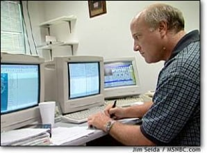 Image: Schillinger eyes computer monitors