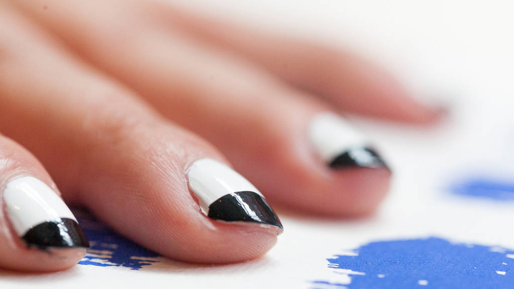 How to create a French manicure at home