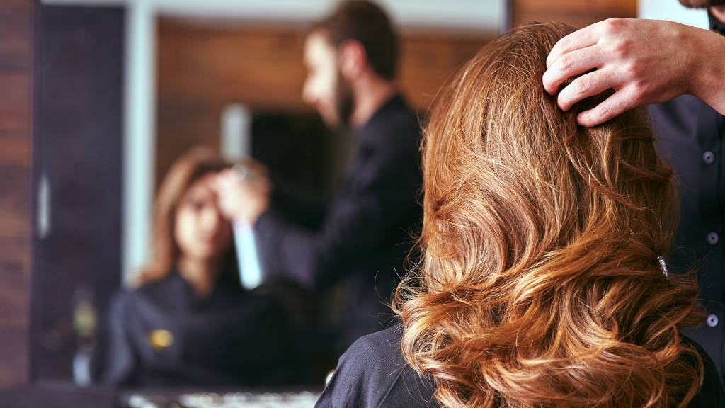 4 Things Your Hairstylist Is Thinking But Wont Tell You
