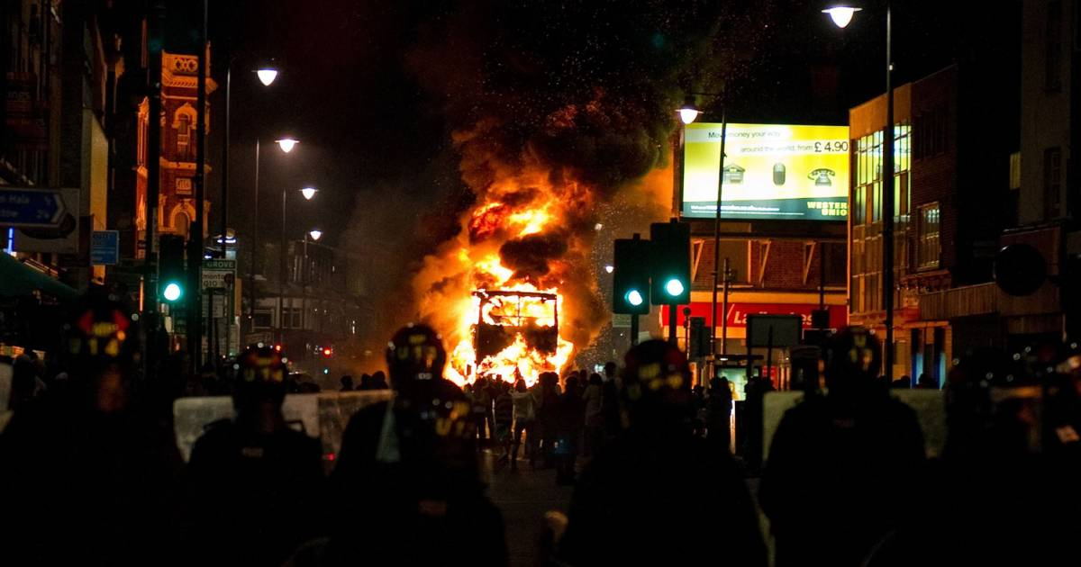 what caused the uk summer riots Abstract this essay examined the role and behaviour of the police in the 2011 english riots, which occurred from august 6 to 10 the main objective of the essay is to understand to what extent the 2011 riots might have been aggravated by the behaviour of the police.