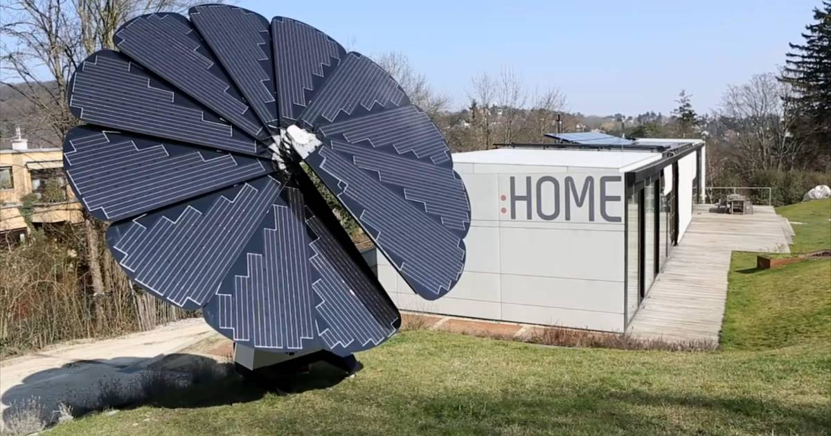 This Flower Shaped Solar Panel Array Follows The Sun
