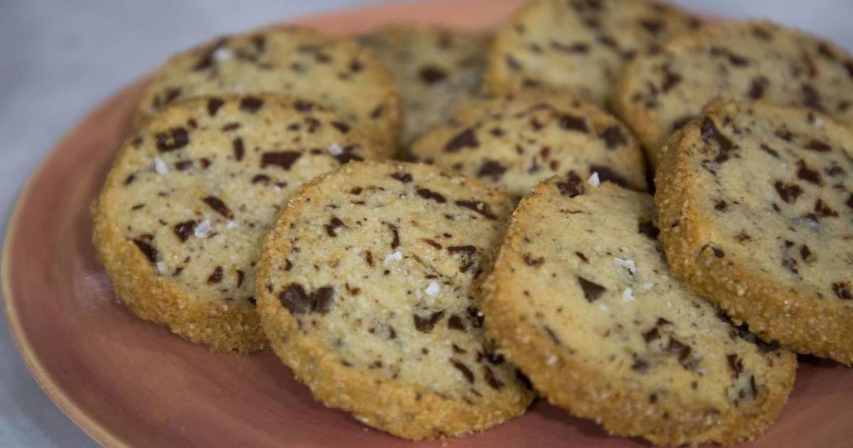 Salted butter and chocolate chunk shortbread cookies: Make the viral sensation