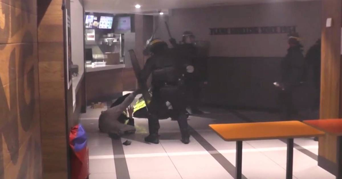Paris unrest: Fleeing protesters beaten inside French Burger King