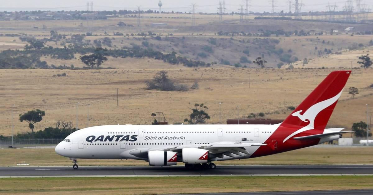 qantas a380 boeing 747 collide at los angeles airport. Black Bedroom Furniture Sets. Home Design Ideas