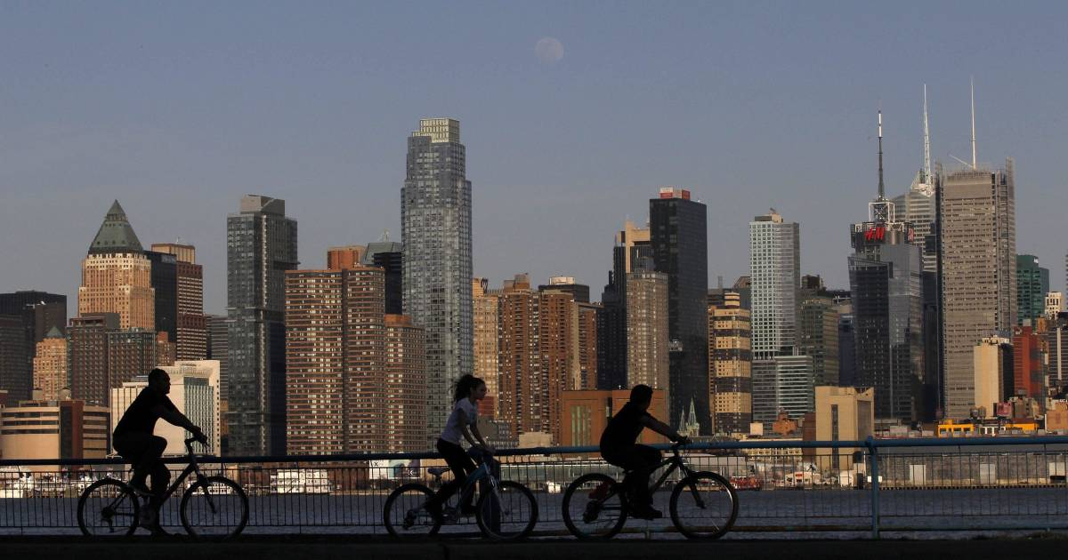 Chinese overtake russians as top nyc apartment buyers for Real estate nyc apartments