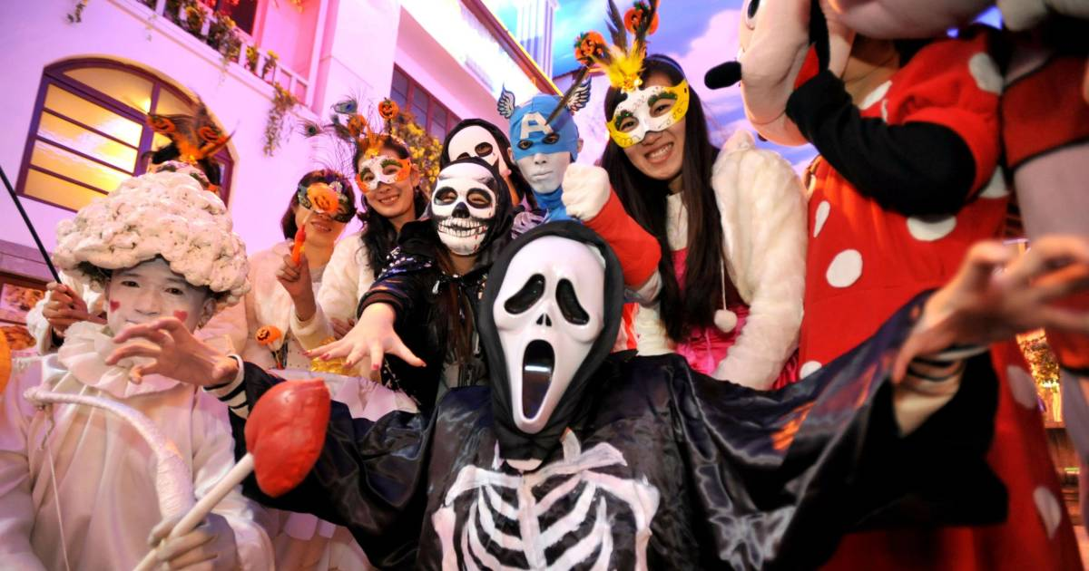 halloween costumes banned on beijing subway by china police
