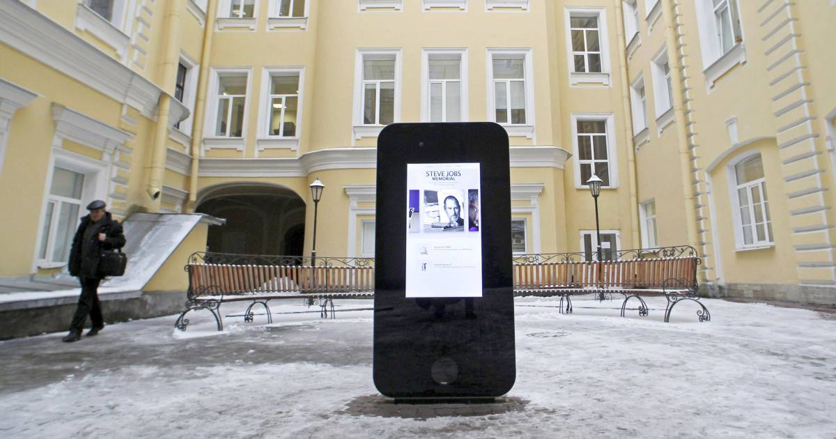 Find A Grave Steve Jobs: Russia Takes Down Steve Jobs Memorial After Apple's Tim