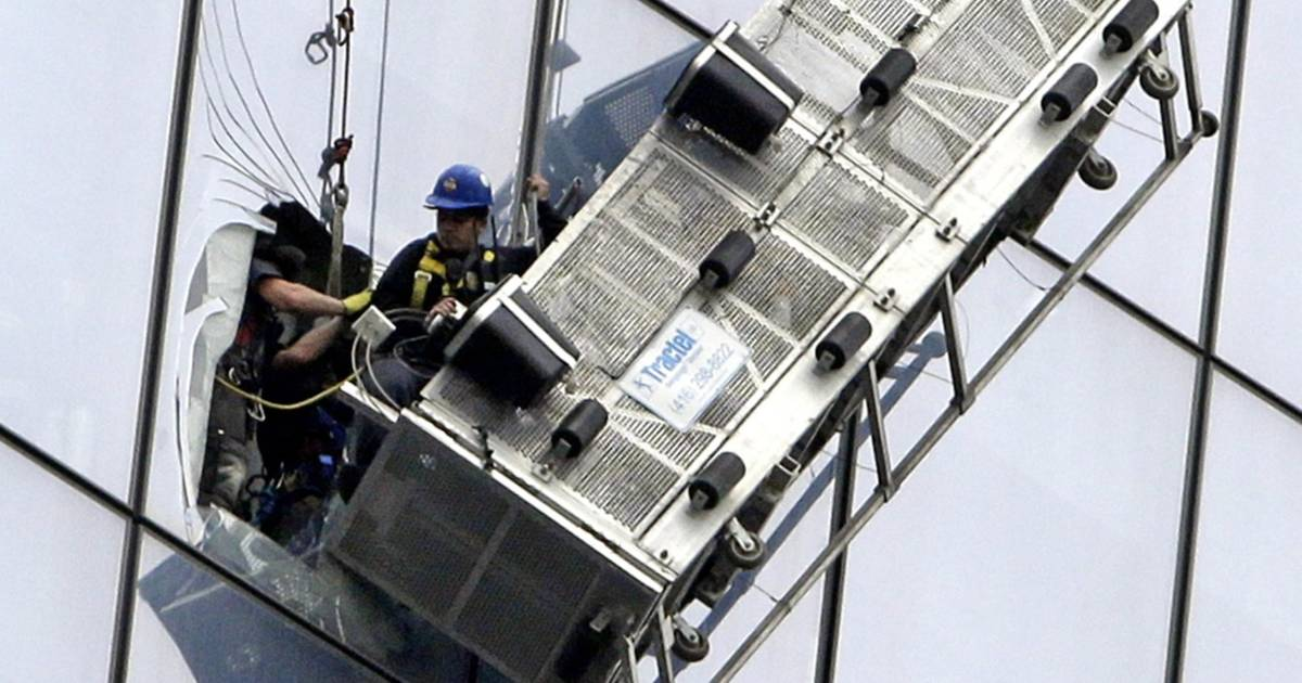 Trapped: Window-Washer Rescue Underway at World Trade Center