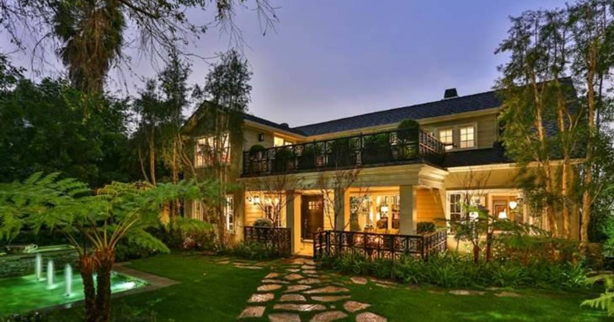 Jeremy Renner Flips Historic Hollywood Home
