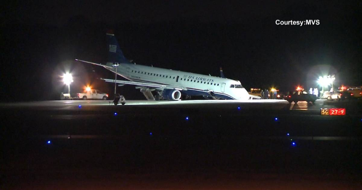 American Airlines Flight Operated By U S Airways Lands On